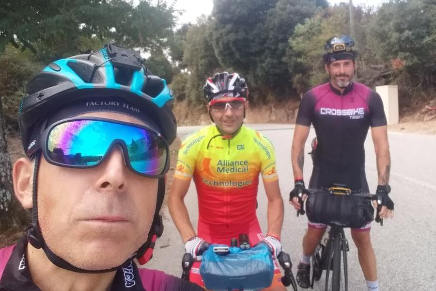 Cinque sardi e iltour dellaCorsica in bicicletta