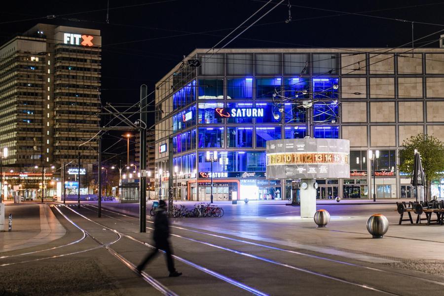 Transessuale si dà fuoco in centro: momenti di terrore a Berlino