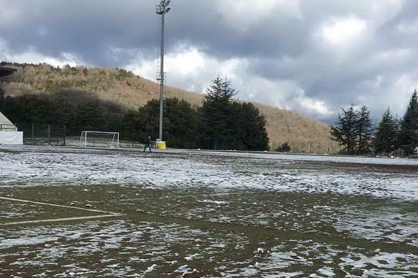 Tonara, non nevica più ma resta il ghiaccio sul campo: contro l'Unipomezia si gioca