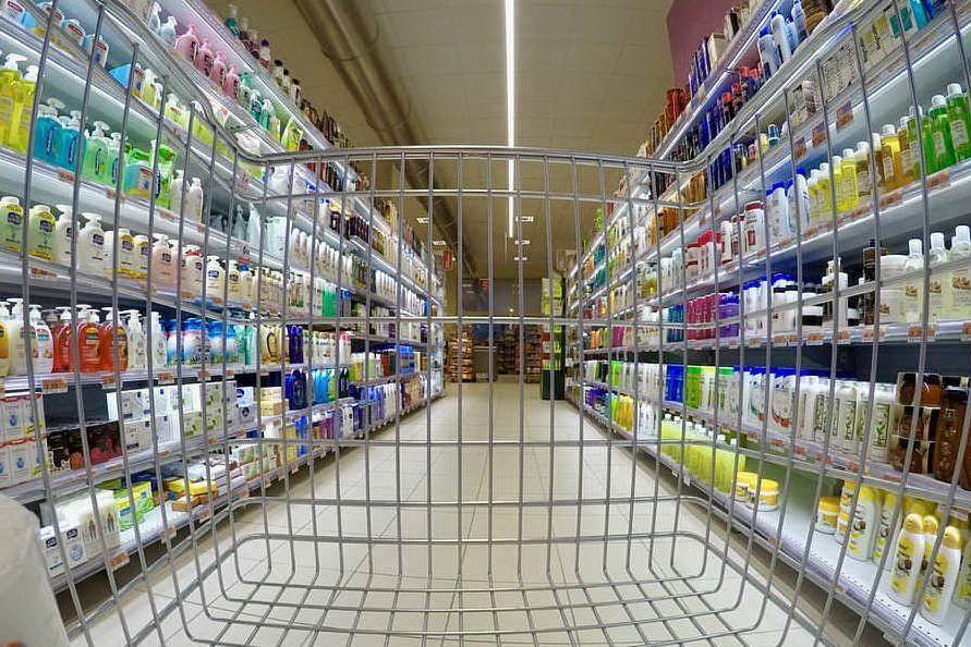 Consumi delle famiglie, tutto il divario tra Nord e Sud: nell'Isola si spendono 23mila euro l'anno
