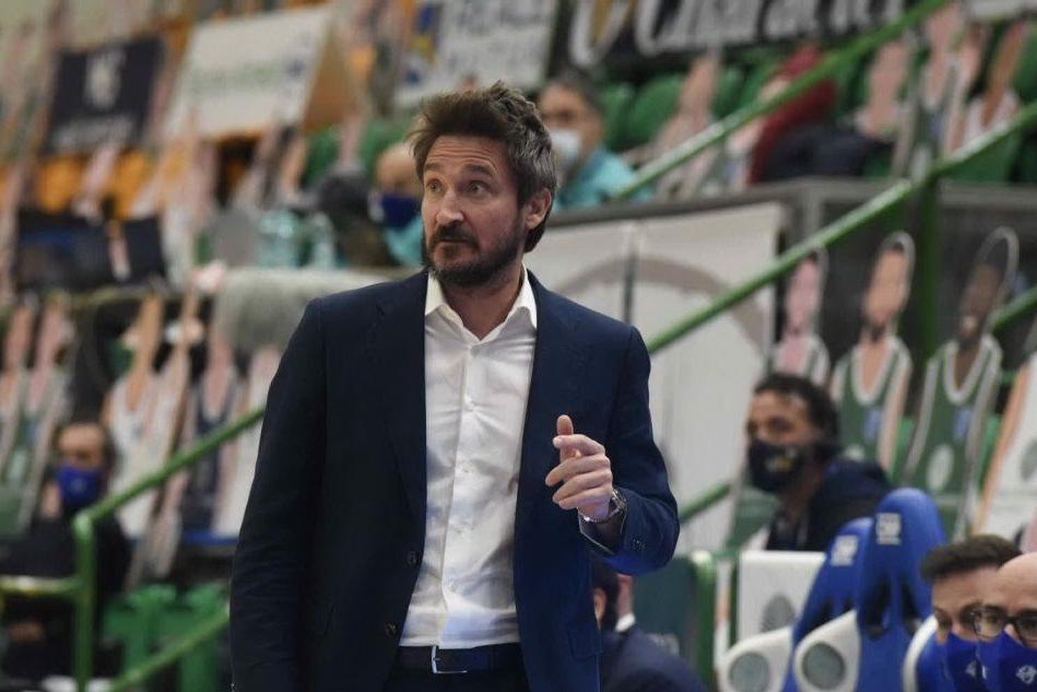 Basket: la Dinamo gioca contro Cremona
