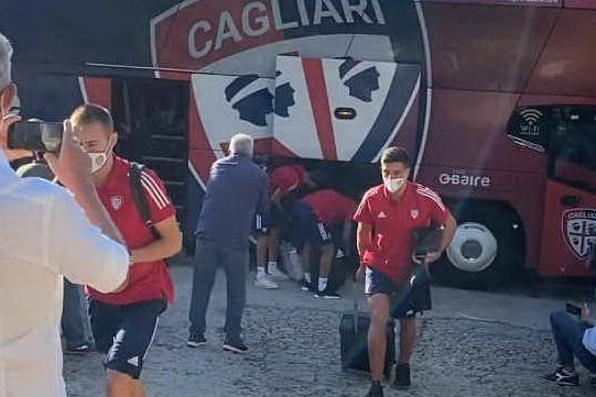 Il Cagliari ad Aritzo: l'arrivo dei rossoblù
