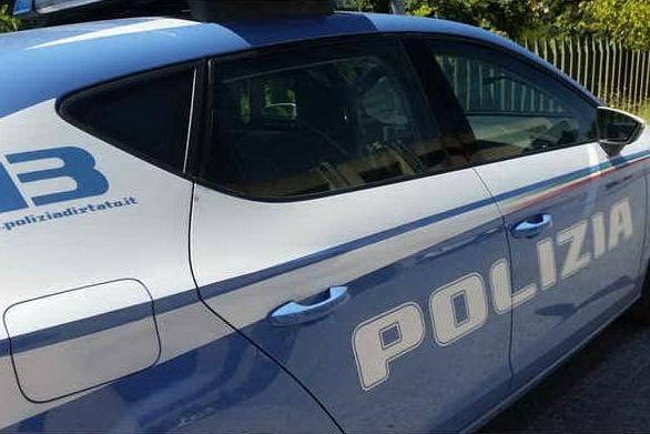 Abusi su un'alunna, bidello 62enne in arresto