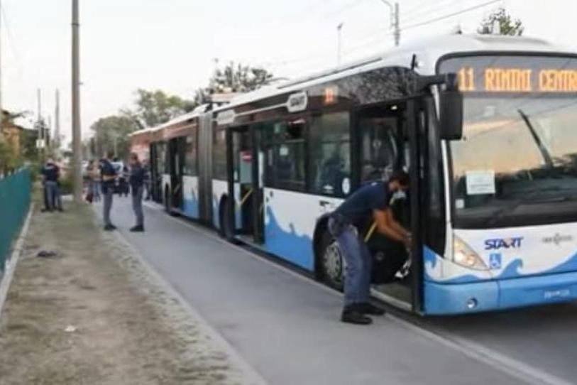 """Accoltella 5 persone a Rimini, esclusa la pista del terrorismo: """"Forse sotto effetto di droghe"""""""