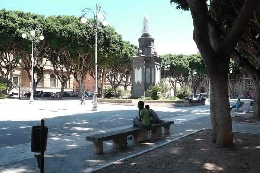 Cagliari, spaccio di marijuana in piazza del Carmine: un arresto