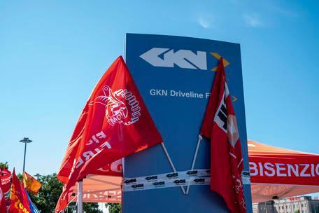Gkn, accolto il ricorso della Fiom Cgil: bloccati ilicenziamenti collettivi