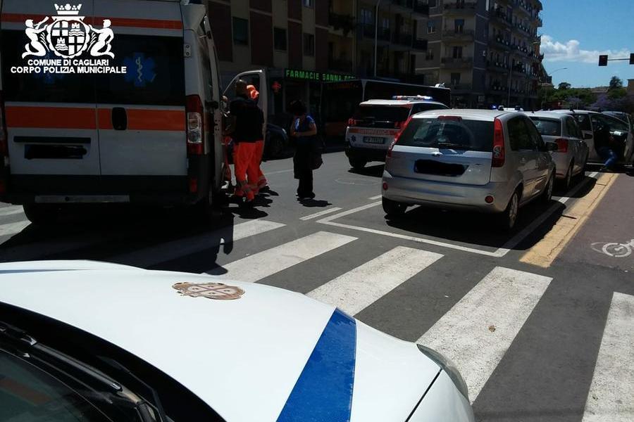Cagliari, 71enne investito in via Is Mirrionis