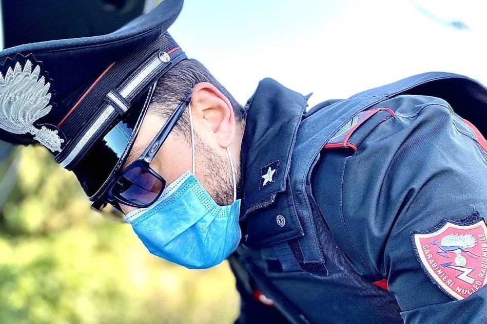 Non si ferma all'alt con lo scooter senza assicurazione, 37enne nei guai a Serrenti