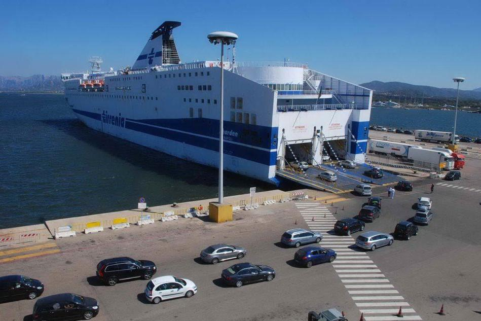"""Coronavirus: """"Per chi arriva al porto di Olbia nessun controllo"""""""
