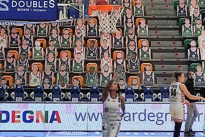Basket femminile: Dinamo, spareggio in chiave playout contro Lucca