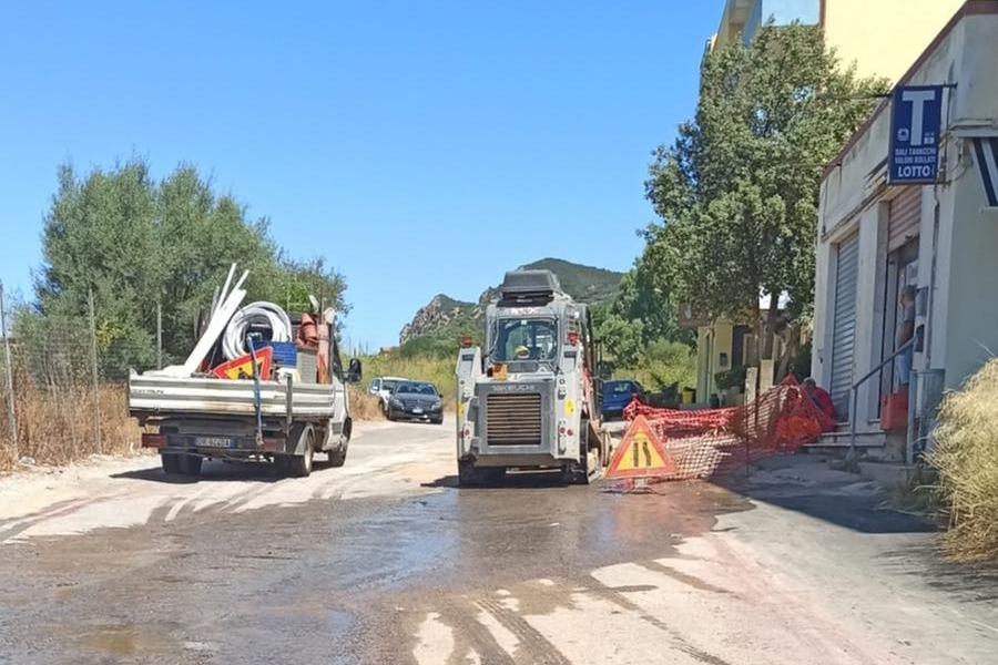 Grossa perdita d'acqua a Carbonia, disagi per decine di famiglie