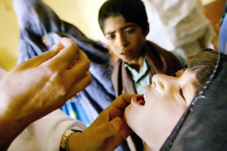 La battaglia globale per i vaccini e la lezione di Salk