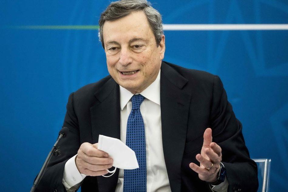 """Vaccini, il richiamo di Draghi alle Regioni: """"Prima gli 80enni"""""""