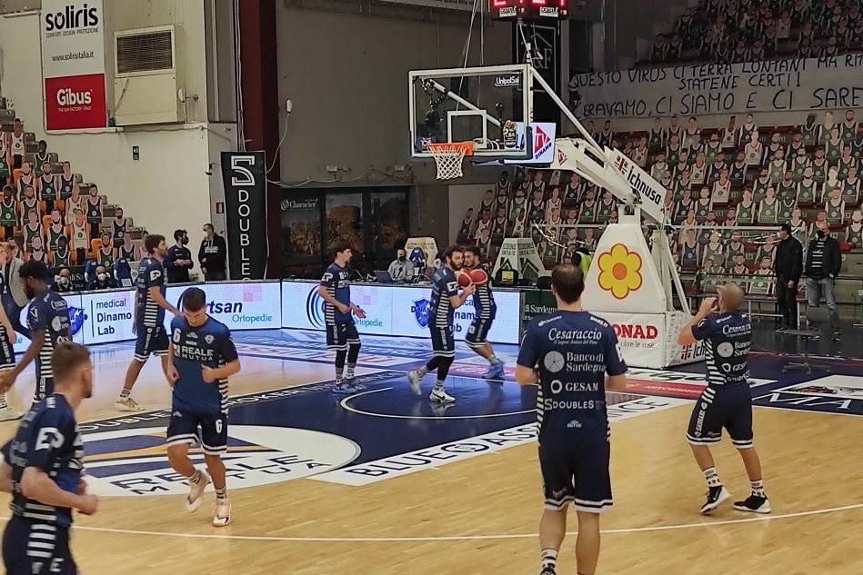 La Dinamo si consola dopo la sconfitta a Treviso con la matematica certezza dei playoff