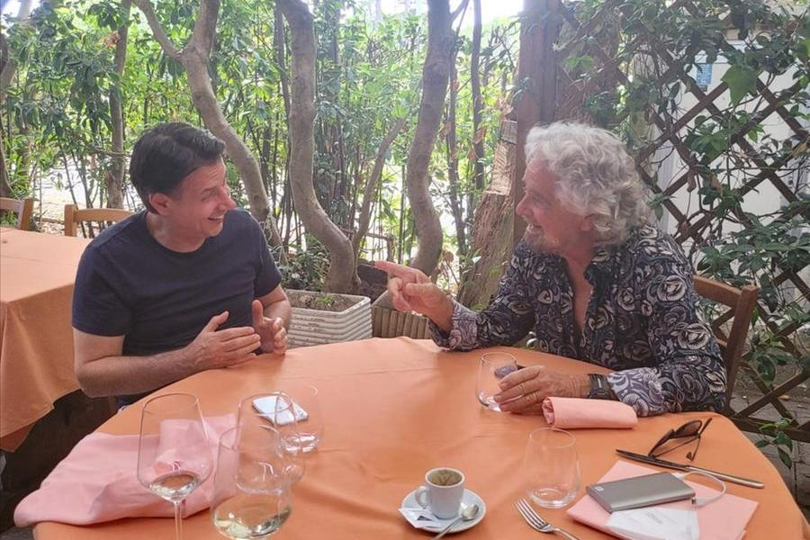Un pranzo a base di pesce sancisce la pace Conte-Grillo: ora il voto online sullo Statuto