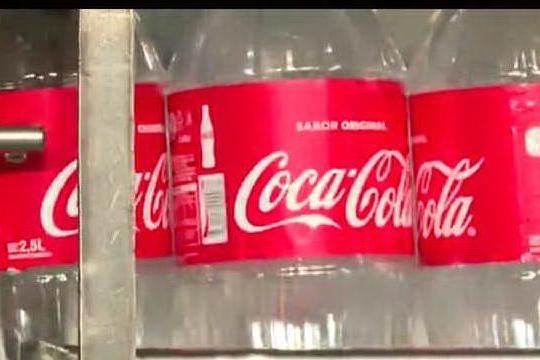 Coca Cola sospende per un mese la pubblicità sui social network