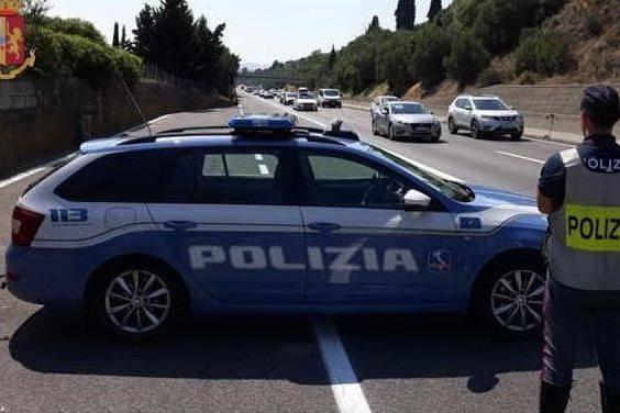 Tentano di assaltare un blindato sull'A16: arriva la Polizia, malviventi in fuga