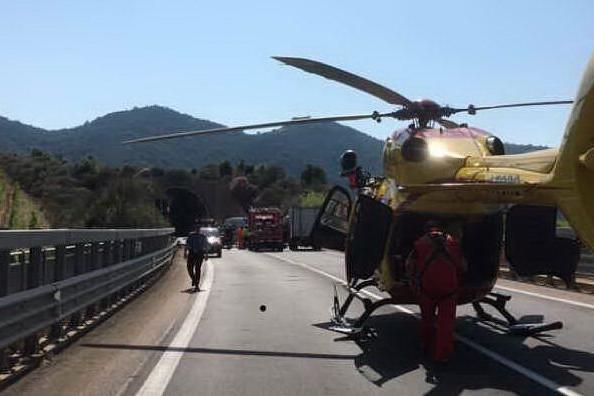 L'elicottero sull'Orientale (L'Unione Sarda - Secci)