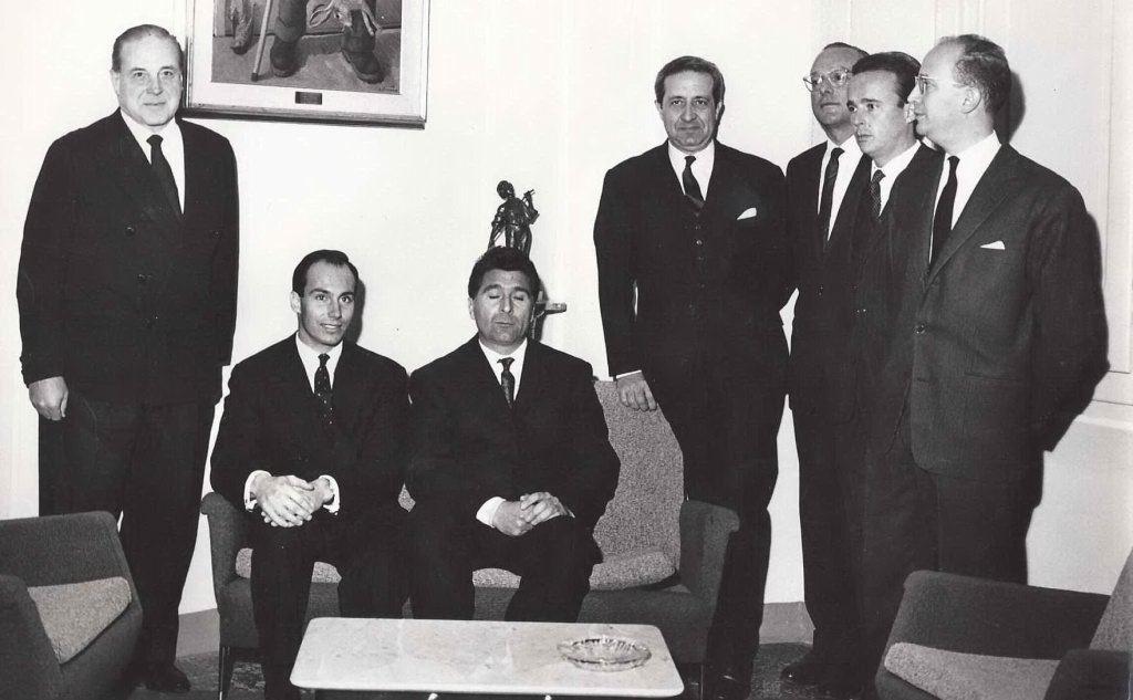 Saverio De Michele e la sua Giunta accolgono in Comune l'Aga Khan (foto concessa - Cipnes Olbia)