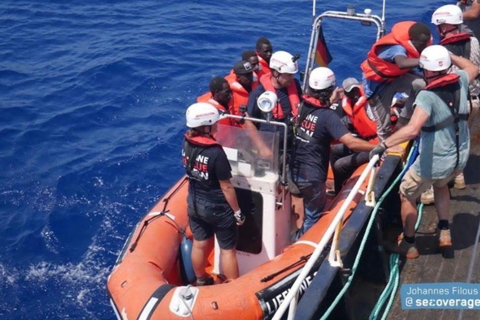 Nave tedesca con 101 naufraghi, Salvini firma divieto d'ingresso