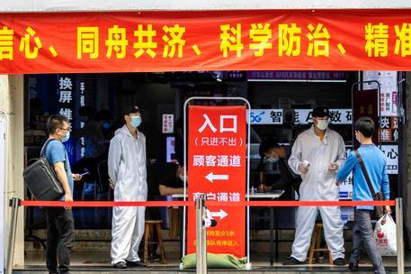 Wuhan, testati tutti i cittadini (11 milioni) in meno di una settimana dopo la ricomparsa del virus