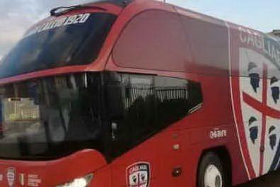 Cagliari-Parma all'Arena: le squadre arrivano allo stadio