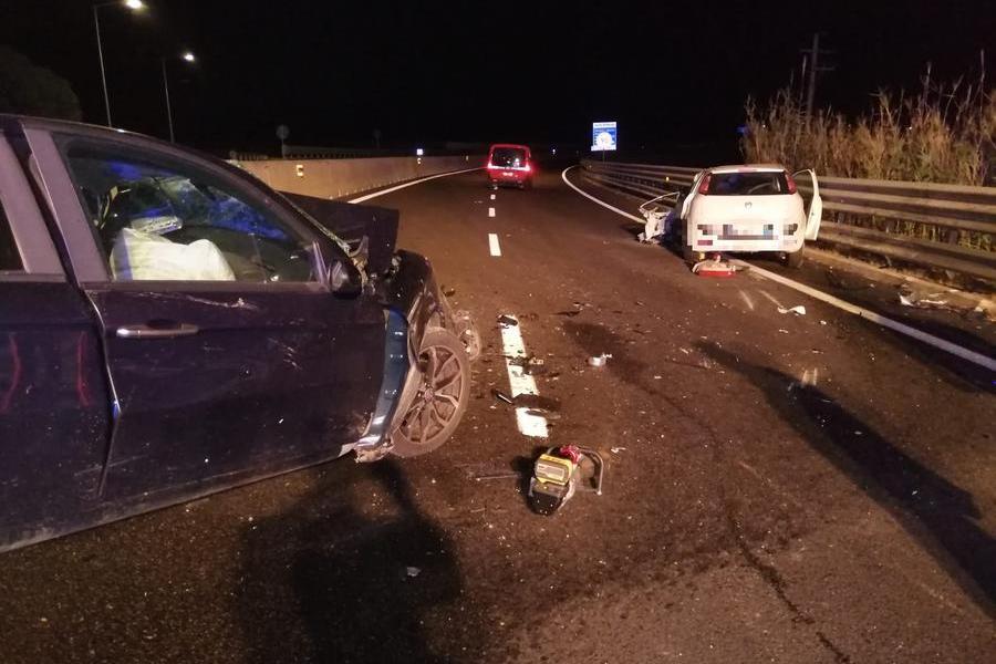 Tragedia sulla 554 bis: imbocca la carreggiata contromano e si scontra con un'altra auto. Muore 35enne