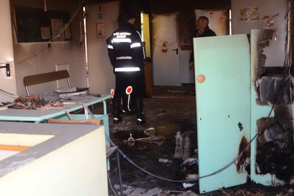 Sassari, la scuola materna di Monte Rosello nel mirino degli incendiari