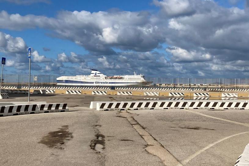 Tirrenia nel porto turritano\u00A0(foto L'Unione Sarda - Pala)