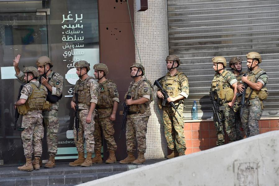 """Scontri a Beirut, """"cecchini sparano sui manifestanti"""": sei morti e oltre 30 feriti"""
