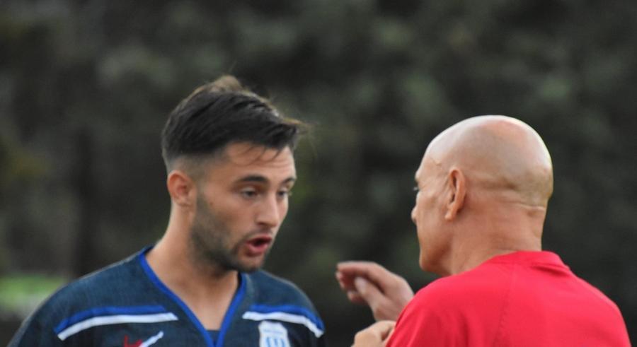Cavasin dà disposizioni a un giocatore (foto Giorgio Melis)