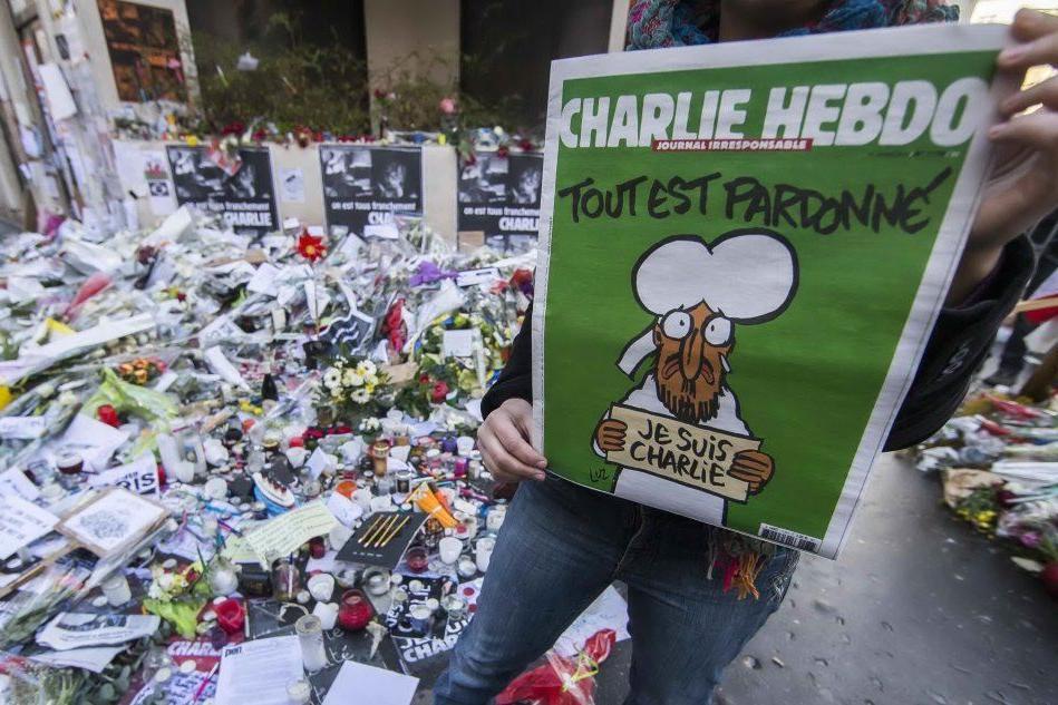 La copertina di Charlie Hebdo dopo l'attentato (Ansa)