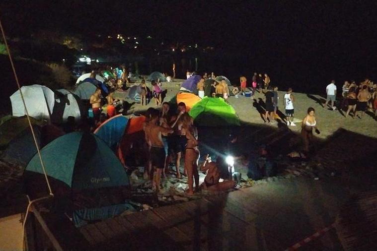 Bivacco notturno alla spiaggia di Genn'e Mari