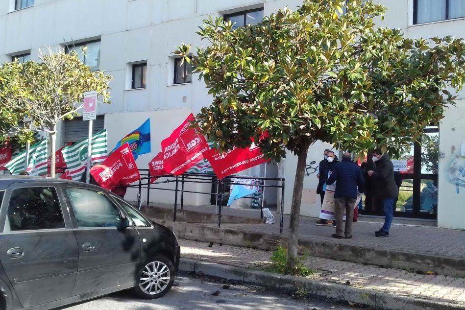 Pubblica amministrazione: sit-in dei sindacati alla Asl di Carbonia