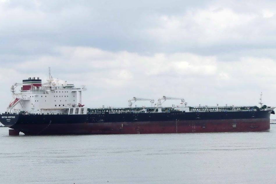 Navi iraniane bloccano una petroliera britannica nello Stretto di Hormuz