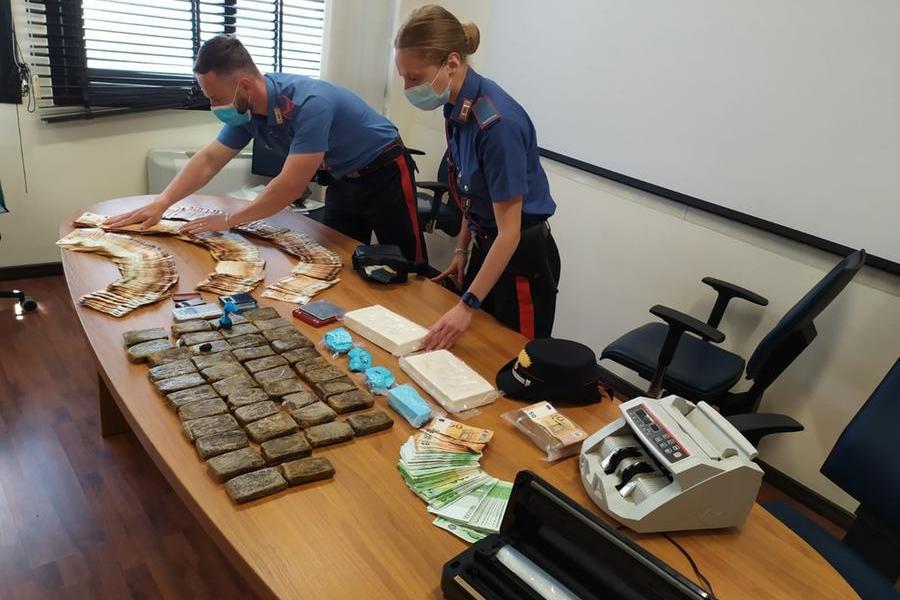 Capoterra, cocaina e soldi: sette arrestati