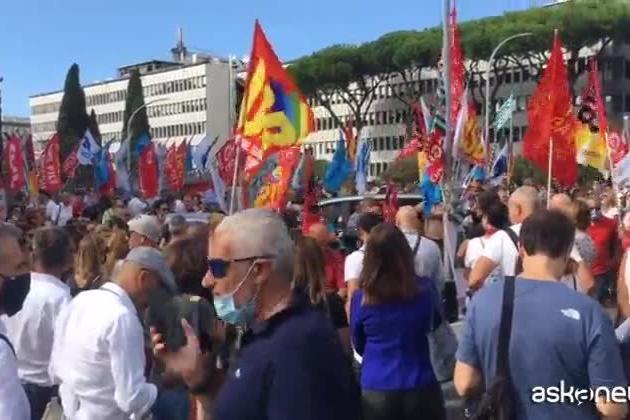 Alitalia, il presidio dei lavoratori davanti alla sede di Ita