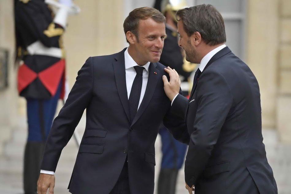 Stretta di Macron sui migranti