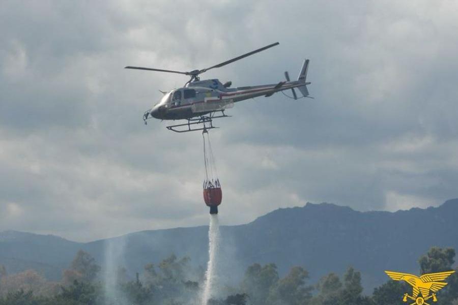 In Sardegna 11roghi in poche ore. Elicotteri in volo a Villanovafranca e Sindia