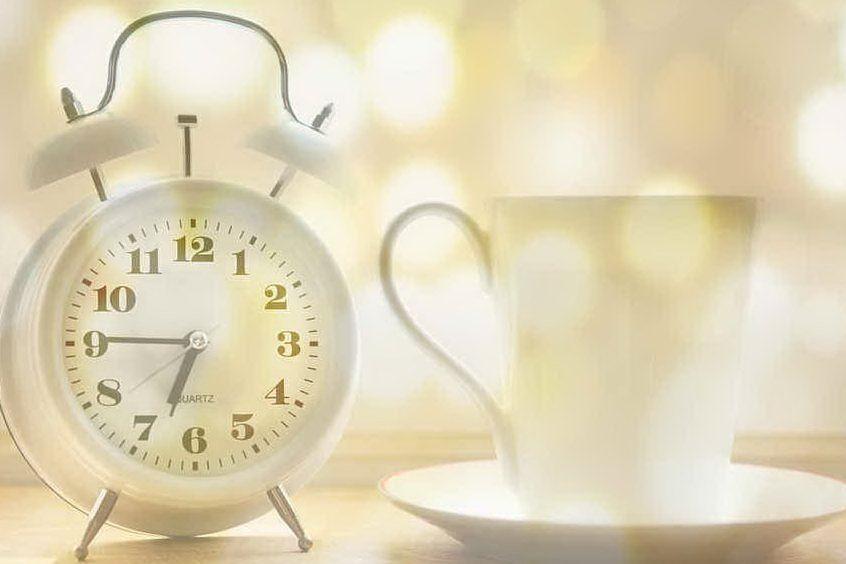 Torna l'ora legale: un italiano su 5 non dorme. Ecco gli alimenti salva-sonno