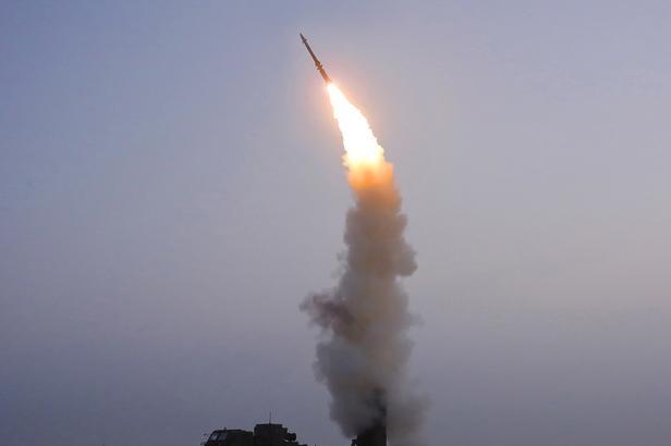 """Corea del Nord: """"Un missile balistico verso il Giappone"""""""