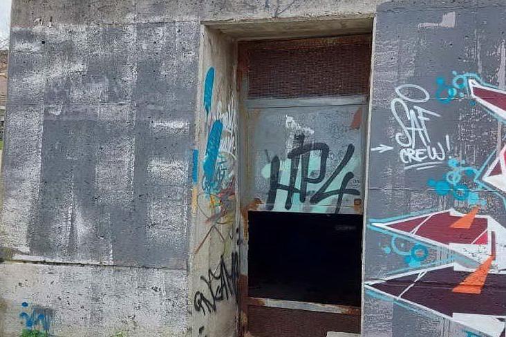 Allarme atti vandalici a Porto Torres: danni a ripetitori e cabine