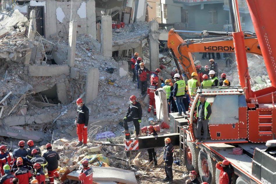 Terremoto a Elazig: bimba di 2 anni estratta viva dalle macerie