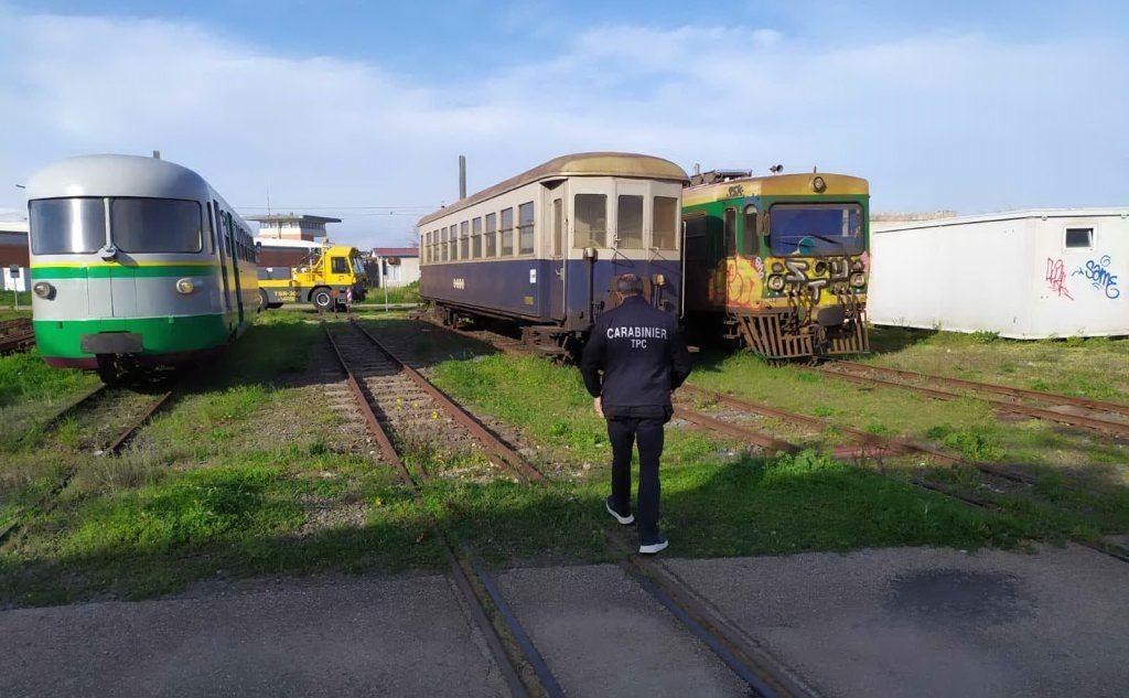 Treni storici abbandonati, scattano i sequestri