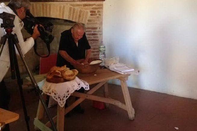 Settimo, visita al Borgo del pane dei cattolici italiani