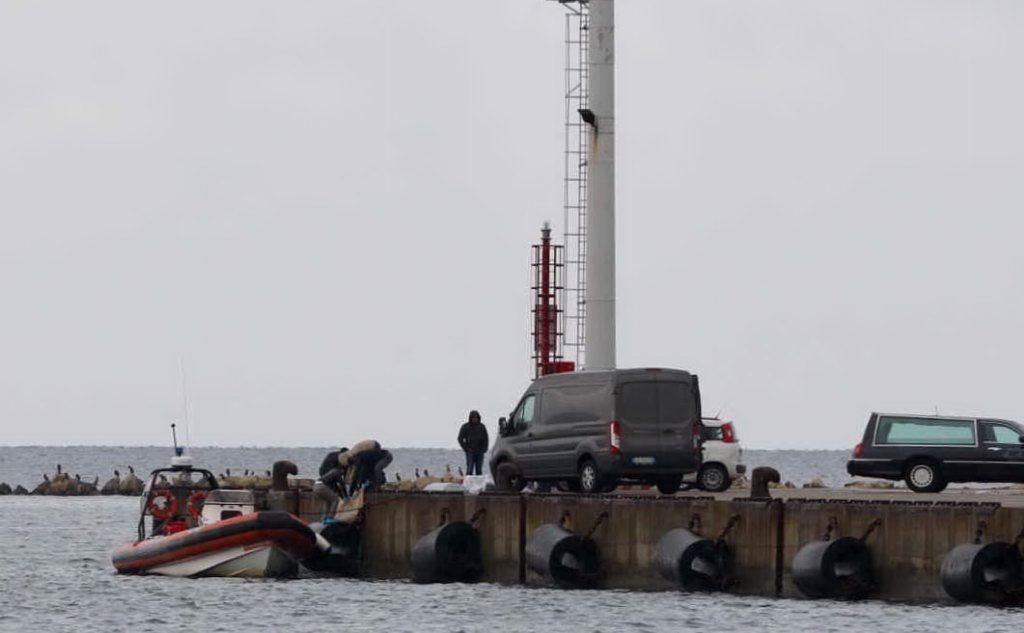 Sul posto l'Aeronautica militare, la Guardia Costiera e la Finanza (foto L'Unione Sarda)