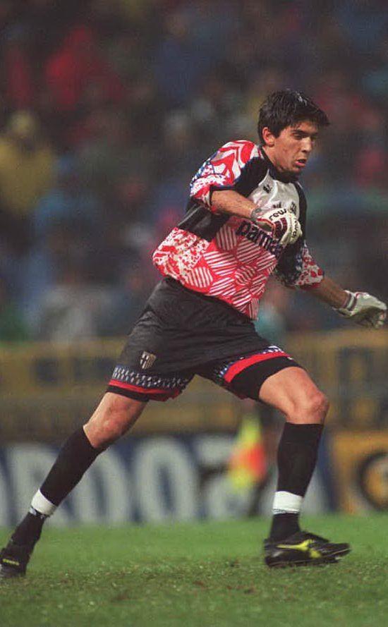 Esordisce in A con il Parma nel 1995 (foto Wikipedia)