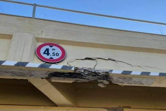 Bottidda, danneggia un ponte col trasporto eccezionale e non si ferma