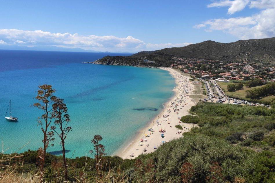Solanas, in Consiglio i problemi della borgata turistica: viabilità, spiaggia, cartellonistica