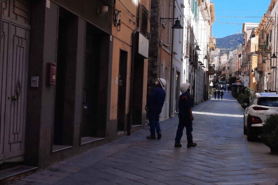 Nuoro, blackout in corso Garibaldi: negozianti e baristi infuriati